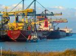 Trois navires au Quai à Pondéreux Ouest