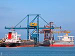 Deux navires minéralier au Quai à Pondéreux Ouest