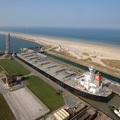 Navire à l'entrée du Port Est de Dunkerque
