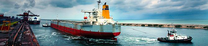 Navire vraquier en sortie au Bassin Maritime